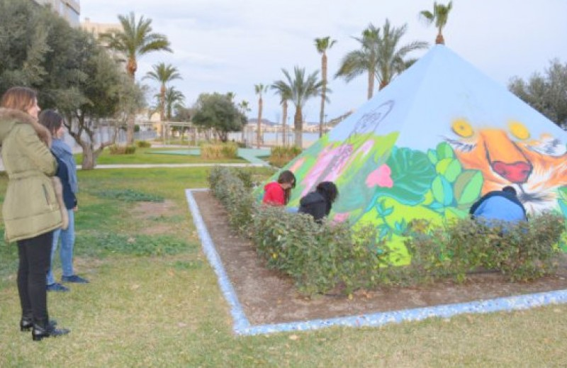 New graffiti art on display on the Paseo de Poniente in Águilas
