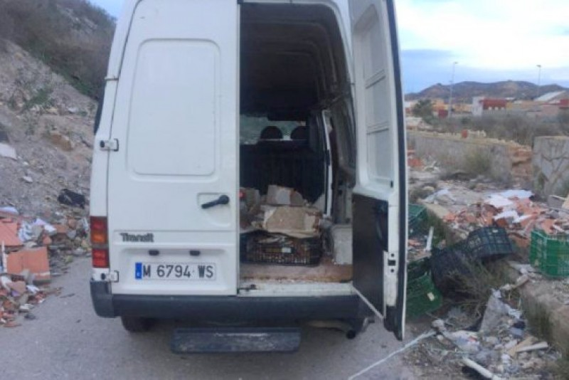 Illegal immigrants among 4 men found depositing rubble by the road in Cartagena