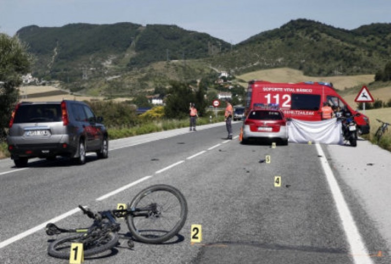 One dead and 8 injured as driver ploughs through cyclists in Mallorca
