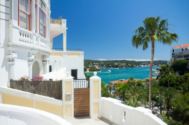 Registrars report 9,000 Spanish property sales to UK nationals last year
