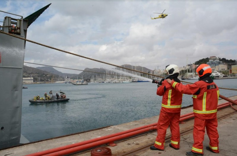 Spanish navy deals with mock-up fuel spillage in the port of Cartagena