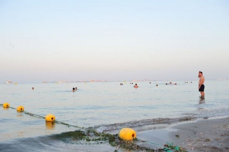 <span style='color:#780948'>ARCHIVED</span> - 43 kilometres of jellyfish nets to protect bathers in the Mar Menor this summer
