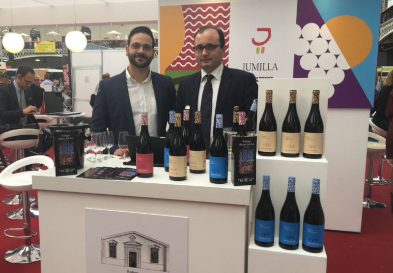 <span style='color:#780948'>ARCHIVED</span> - Jumilla wineries woo the Asian market at Hong Kong trade fair