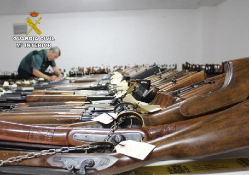 Murcia Guardia Civil auction off 603 firearms