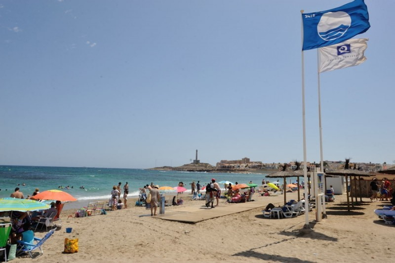 Blue flag and Q for Quality beaches in the municipality of Cartagena 2018