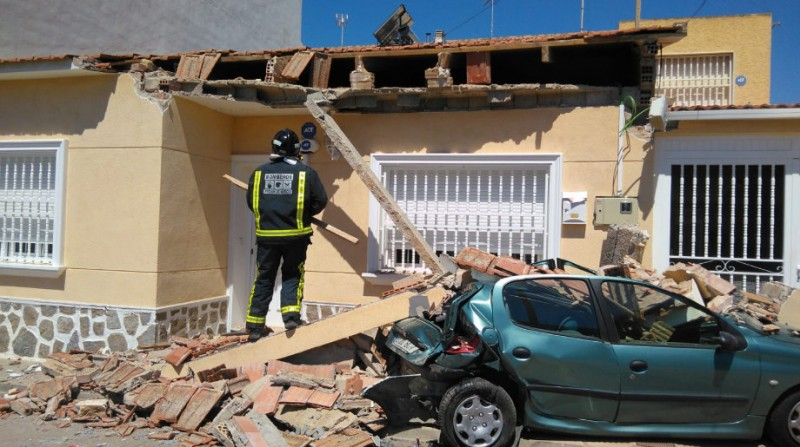 House partially collapses as driver collides with parked car in San Pedro del Pinatar