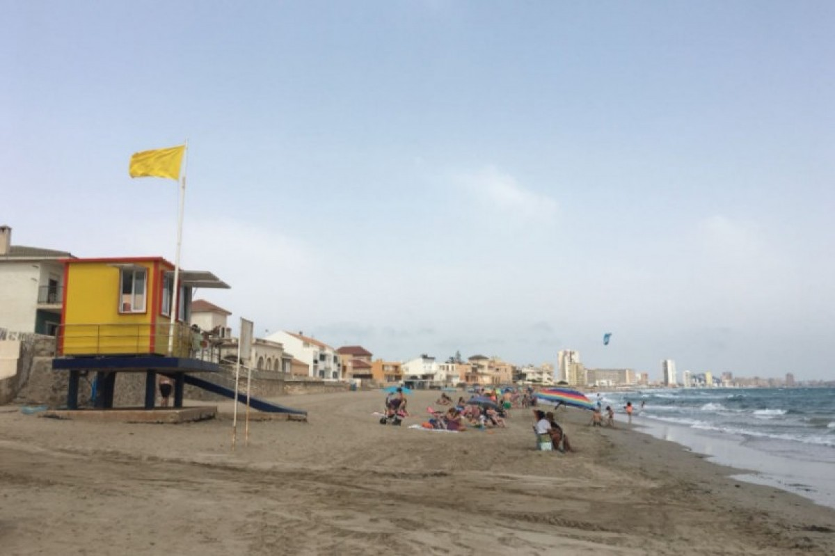 One red flag and nine yellows at beaches in the Costa Cálida on Wednesday