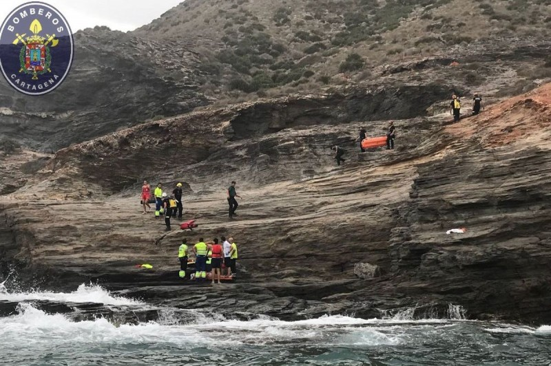 <span style='color:#780948'>ARCHIVED</span> - Dramatic rescue on the rocks of Cala Reona in Cabo de Palos