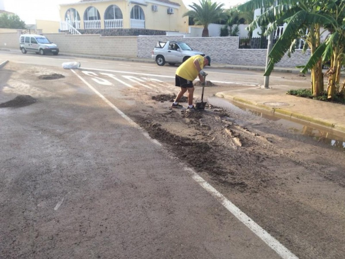 Murcia remains on storm alert as residents clean-up