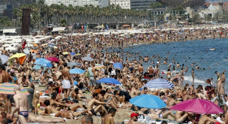 <span style='color:#780948'>ARCHIVED</span> - Foreign visitor numbers in Spain down by 4.9 per cent in July