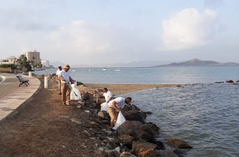 <span style='color:#780948'>ARCHIVED</span> - Mobile phone app brings about beach clean-ups in La Manga and Los Nietos