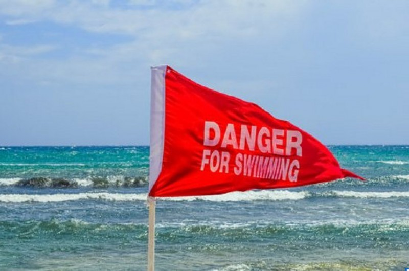 <span style='color:#780948'>ARCHIVED</span> - Red flag bathers face fines after taking to the water in La Manga