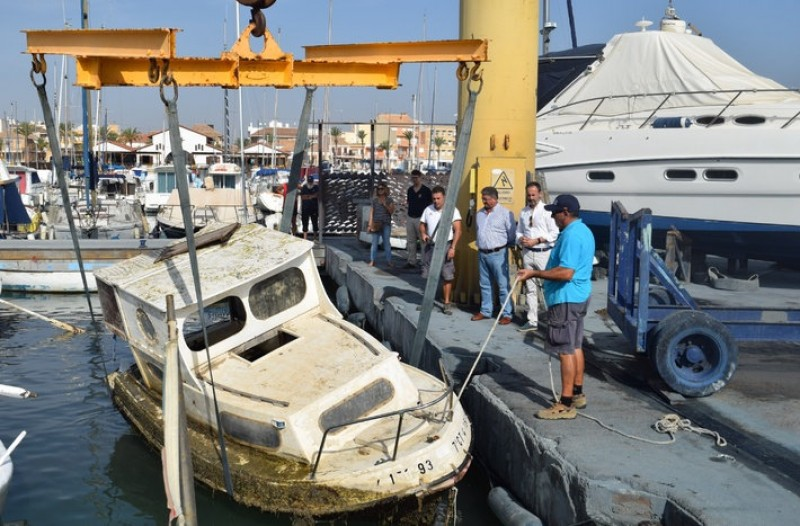 <span style='color:#780948'>ARCHIVED</span> - 50 sunken and abandoned boats are being removed from the Mar Menor