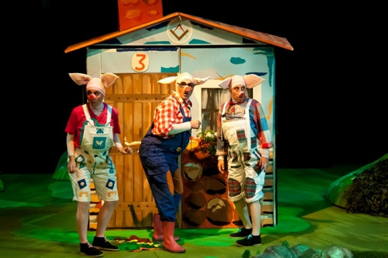 <span style='color:#780948'>ARCHIVED</span> - 14th December The Three Little Pigs: theatre for children in Lorca at the Teatro Guerra
