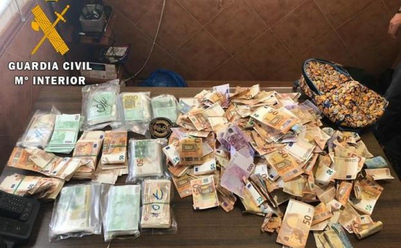 Driver hands in 235,000 euros found at the roadside on Toledo motorway