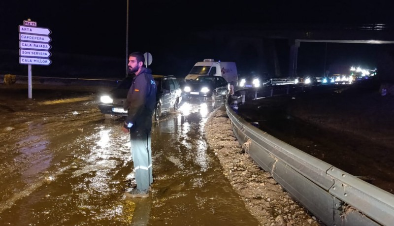 <span style='color:#780948'>ARCHIVED</span> - Mallorca flood death toll rises to 8
