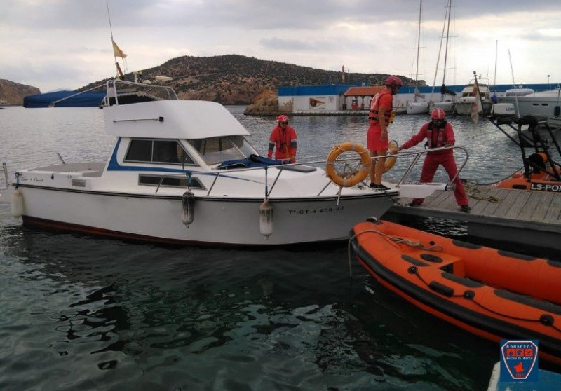Two rescued from boat after engine room fire off the coast of Mazarrón