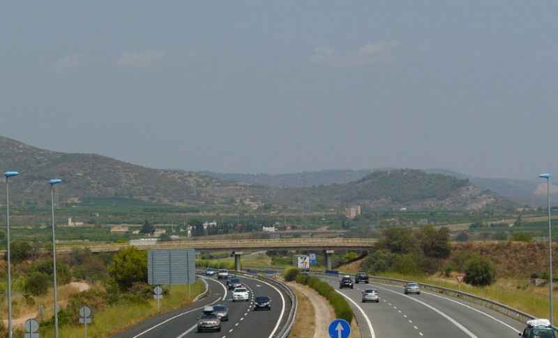 Fierce opposition to government plans to force HGVs to use toll motorways in Spain
