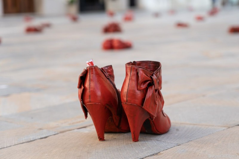 Zapatos Rojos in Cartagena highlights the ongoing problem of domestic violence worldwide