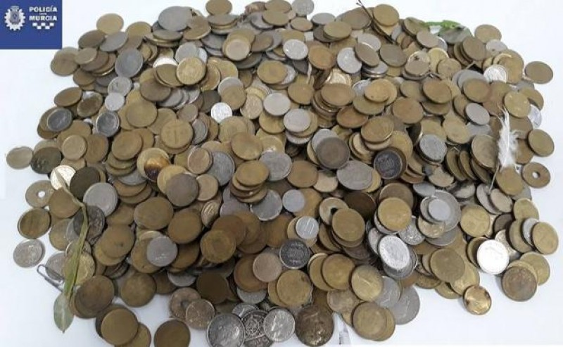 3 kilos of coins found by rubbish bins in Murcia