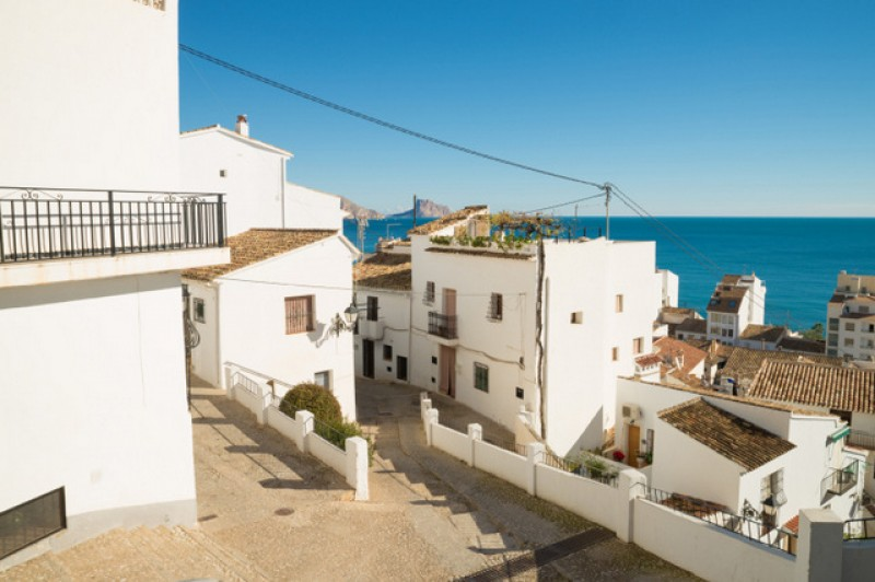 <span style='color:#780948'>ARCHIVED</span> - October property sales figures higher all over Spain except in the islands