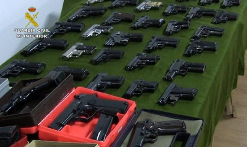 322 firearms including machine guns confiscated by the Guardia Civil