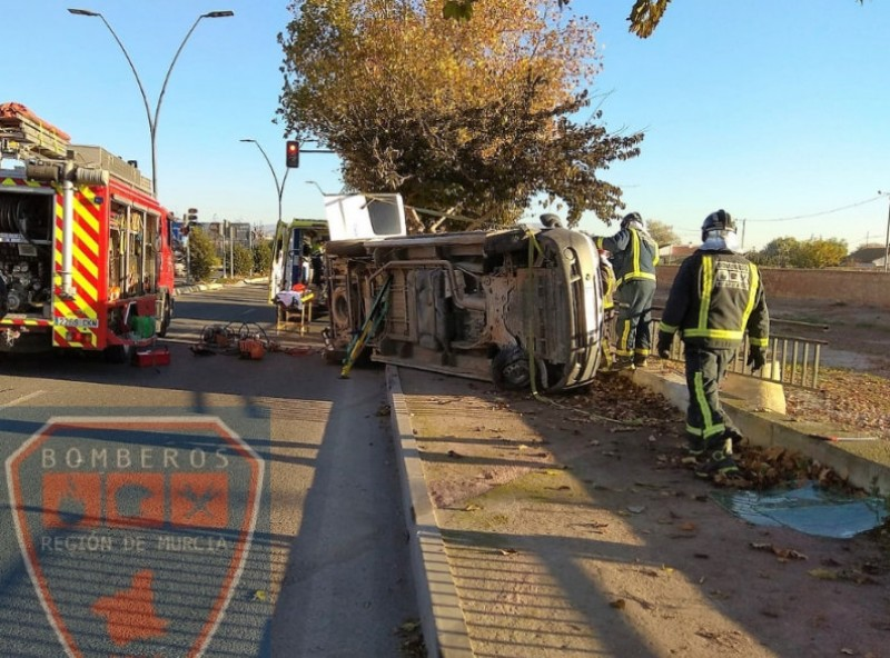 Two rescued after Lorca road accident