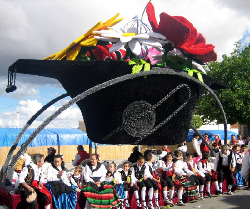 <span style='color:#780948'>ARCHIVED</span> -  18th May parade of paper floats for San Isidro Yecla (Gran Cabalgata de Carrozas)