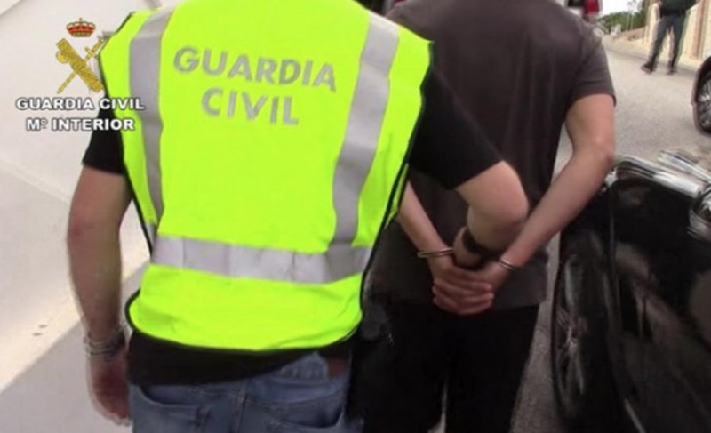 Pyjama-clad Guardia Civil officer arrests burglars in Cádiz