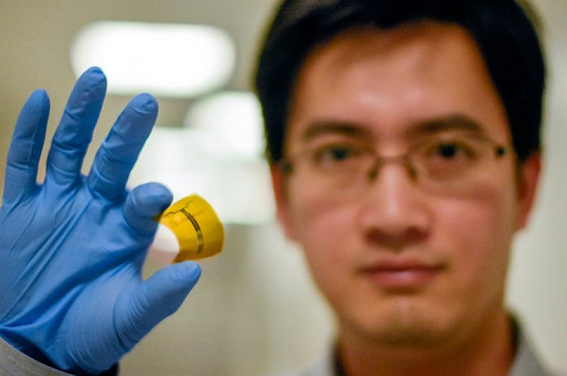 <span style='color:#780948'>ARCHIVED</span> - Spanish engineer leads breakthrough which could lead to battery-free phones
