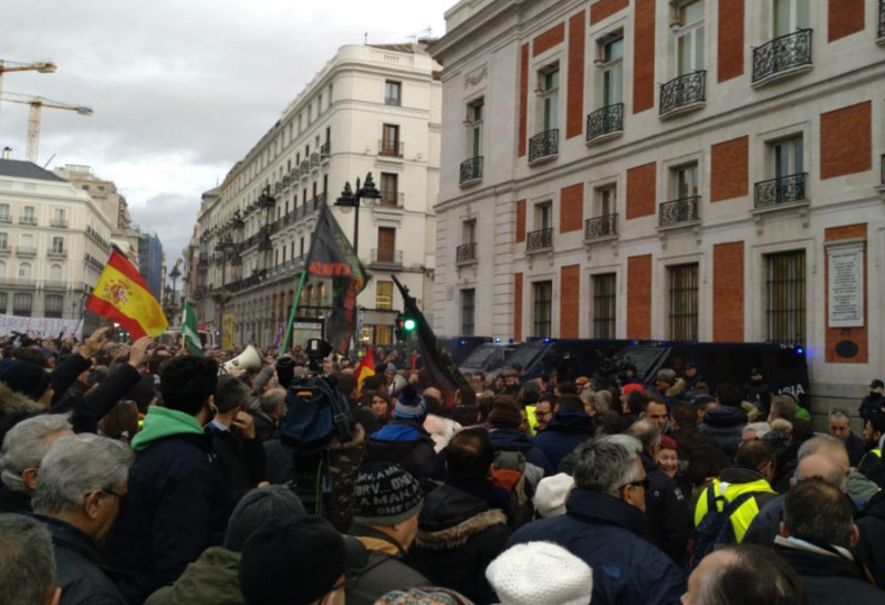 <span style='color:#780948'>ARCHIVED</span> - Spanish taxi sector in chaos as strike continues in Madrid