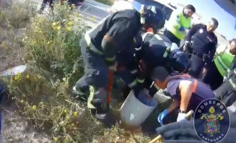<span style='color:#780948'>ARCHIVED</span> - 7-year-old rescued from open drainage pipe in the municipality of Cartagena