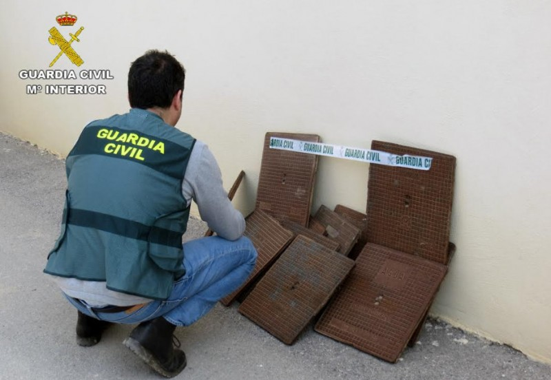 <span style='color:#780948'>ARCHIVED</span> - Los Alcázares couple face charges after stealing 50 drain covers
