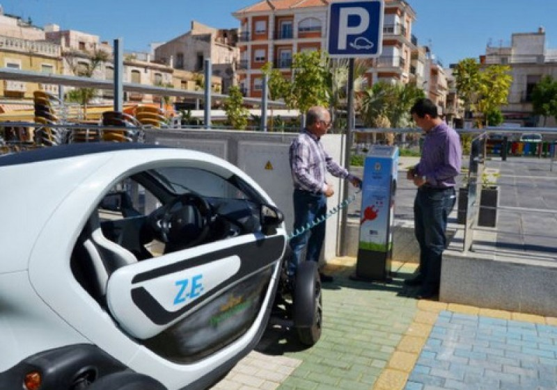 <span style='color:#780948'>ARCHIVED</span> - Spain left on the starting grid as Europe embraces electric cars