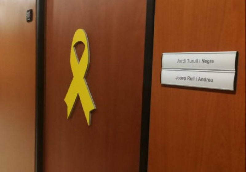 <span style='color:#780948'>ARCHIVED</span> - Yellow ribbons and Anne Frank in the spotlight in Catalan separatism dispute