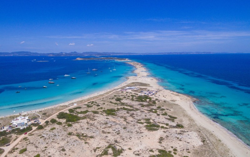 <span style='color:#780948'>ARCHIVED</span> - Formentera council limits road traffic on the island