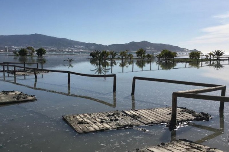 <span style='color:#780948'>ARCHIVED</span> - Coastal resorts in Granada face a difficult Easter as beaches are washed away