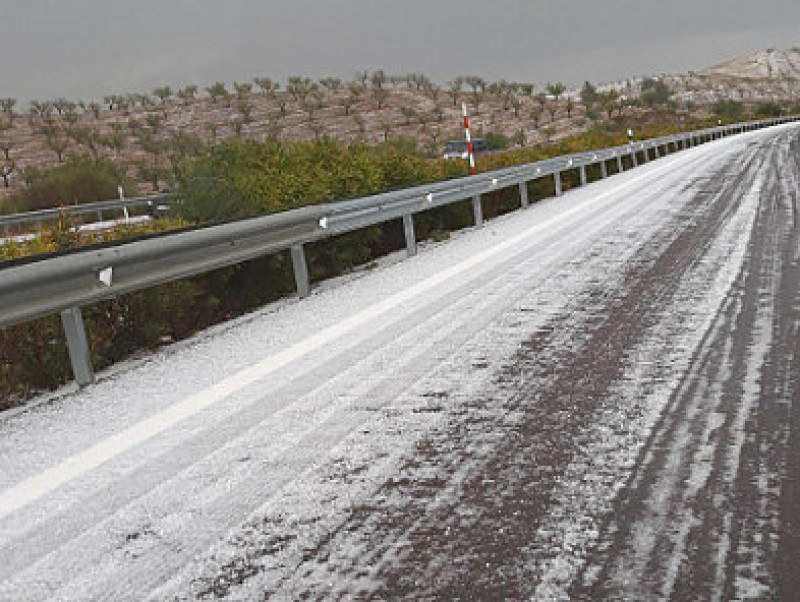 <span style='color:#780948'>ARCHIVED</span> - Heavy hailstorm disrupts traffic on the Murcia-Granada motorway