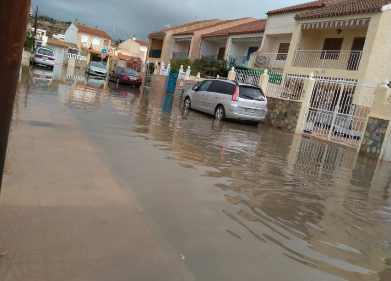 <span style='color:#780948'>ARCHIVED</span> - Worst April storms in 50 years as Murcia Easter celebrations are rained off