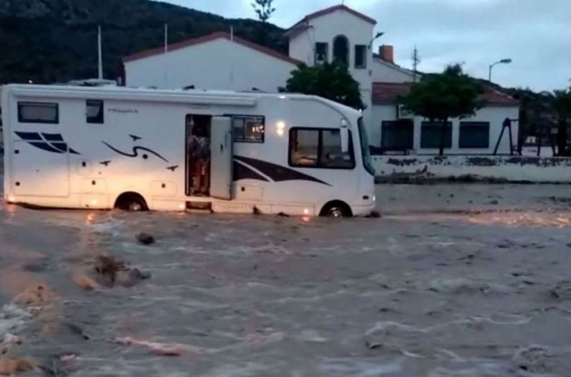 <span style='color:#780948'>ARCHIVED</span> - Heavy rain and flooding in the bay of Mazarrón over Easter weekend