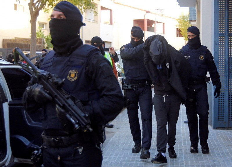 <span style='color:#780948'>ARCHIVED</span> - Spain remains on terror alert after massacre at Sevilla Easter processions averted