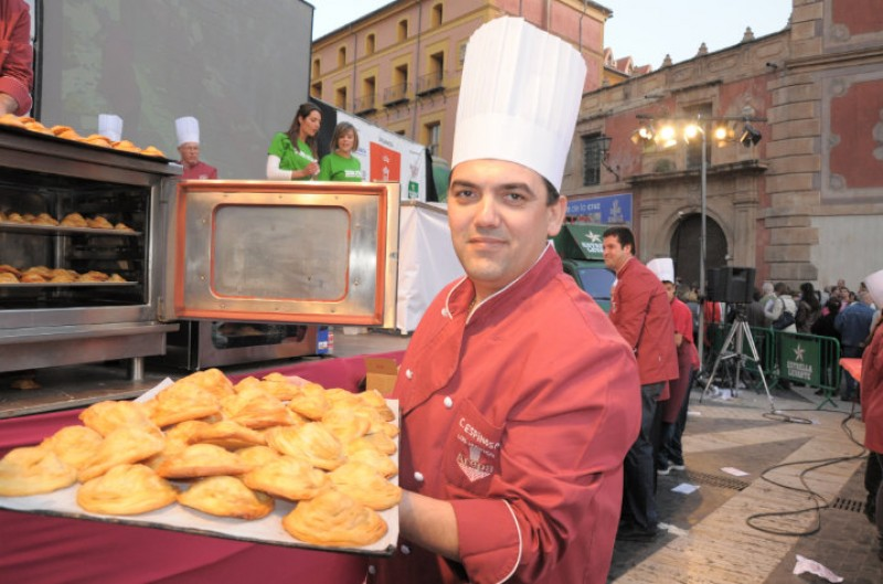 <span style='color:#780948'>ARCHIVED</span> - Controversy surrounds meat pie celebration in Murcia on Wednesday