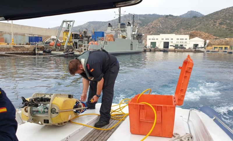 Navy underwater search and rescue exercises in the port of Cartagena