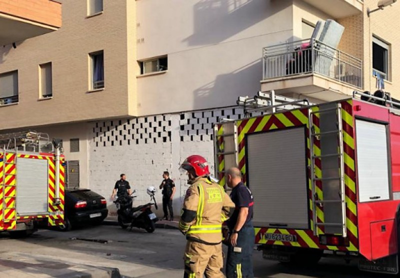 <span style='color:#780948'>ARCHIVED</span> - 20 people take refuge on the rooftop as fire breaks out in Alcantarilla apartment block