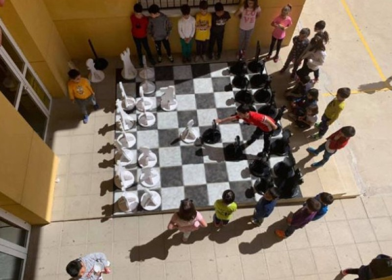 <span style='color:#780948'>ARCHIVED</span> - Totana schoolchildren make giant chess set out of recycled material