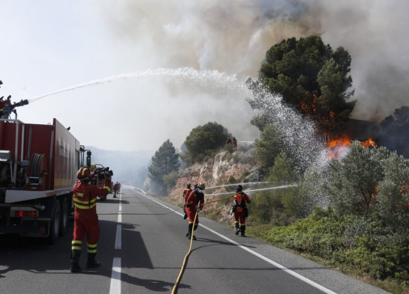 <span style='color:#780948'>ARCHIVED</span> - Wild fire still out of control in Tarragona with 40 degrees forecast