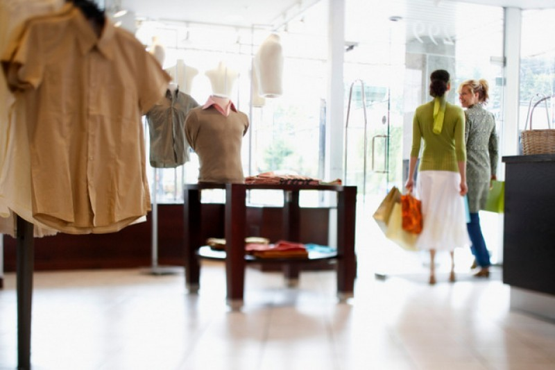 <span style='color:#780948'>ARCHIVED</span> - Summer sales begin all over Spain