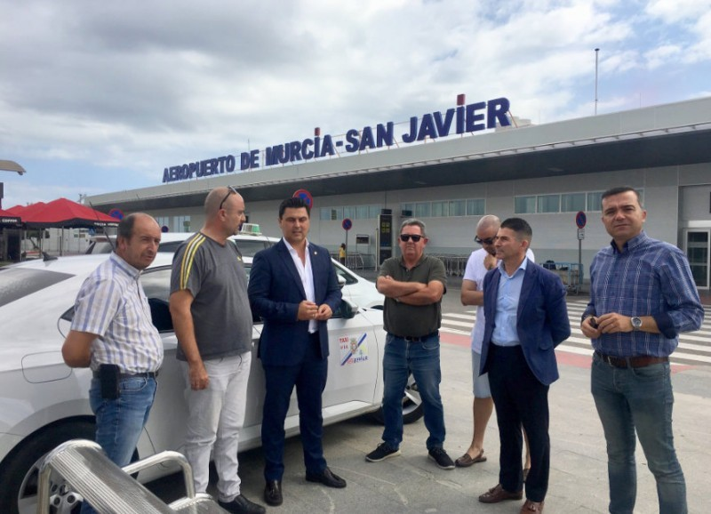 180,000 euros for San Javier taxi drivers to compensate for the closure of the airport
