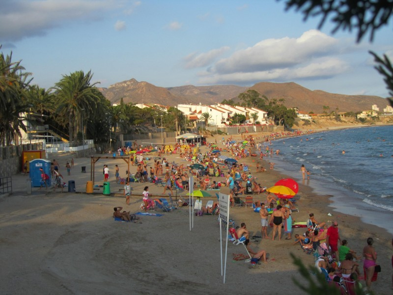 Busy long weekend on the beaches of Murcia despite the wind and waves!