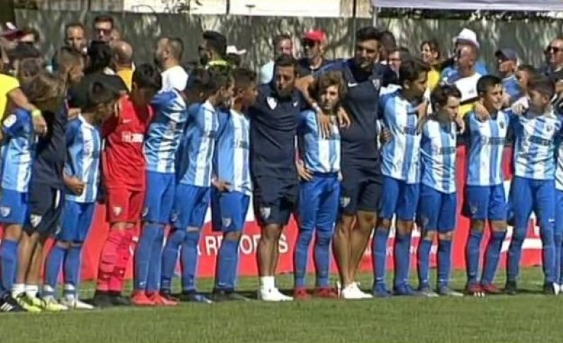 <span style='color:#780948'>ARCHIVED</span> - Young footballers turn their backs on parents to teach them how to behave in the stands